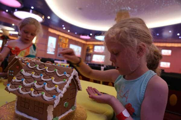 disney-cruise-gingerbread-house