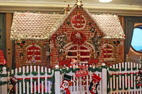 disney-fantasy-gingerbread