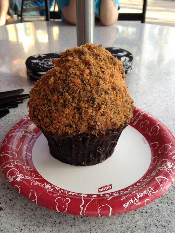 Butterfinger Cupcake at Disney's Hollywood Studios - doesn't need shared on a solo trip!