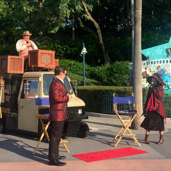 Taking in the Streetmosphere characters at Disney's Hollywood Studios is easier to do on a solo trip to Disney World.