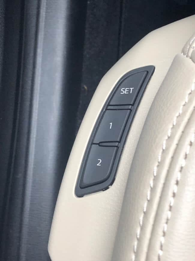 memory seat buttons on the steering column o the Mazda CX-9