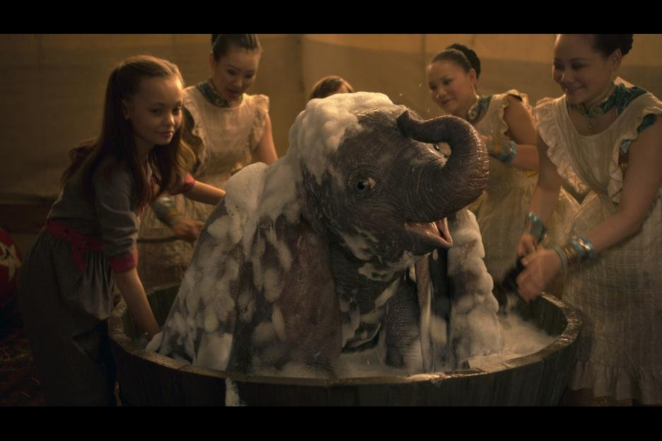 live action dumbo getting a bubble bath in Tim Burton's 2019 film